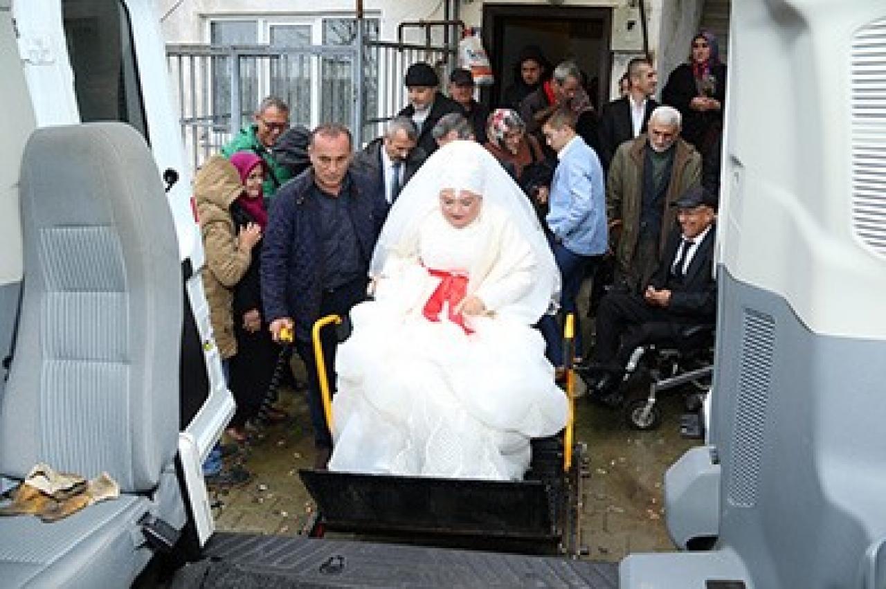 Engelli Çiftin Gelin Arabası Engelsiz Taksi Oldu...