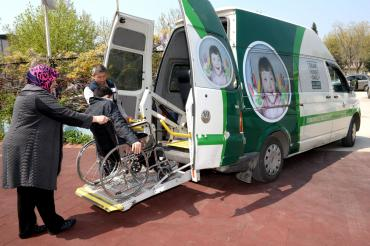 Osmangazi Belediyesi'nde Engelli Seçmene Özel Araç...